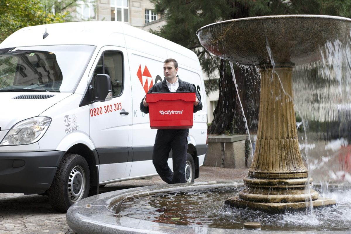 How technology drives courier service industry